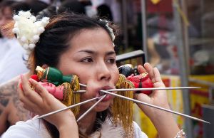 Lady-in-Phuket-Vegetarian-Festival1